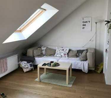Flingern ! Loftartiges Dachgeschoß 1- Raum-Apartment mit Küche