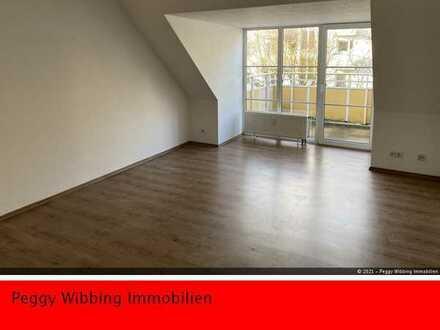 Perfektes Wohnen im DG in 2 Zimmern, Balkon, Aussicht ins Grüne und viel Ruhe, großer Kellerraum