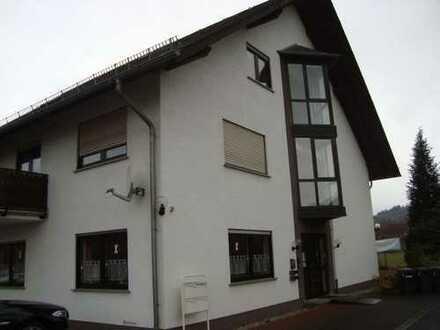 Helle, gepflegte 4-Zimmer-DG-Wohnung mit Galerie, Tageslichtbad und Balkon in Simmertal
