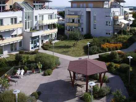 Stilvolle, gepflegte 2-Zimmer-Wohnung für Senioren - mit Balkon und Einbauküche in Büchenbronn