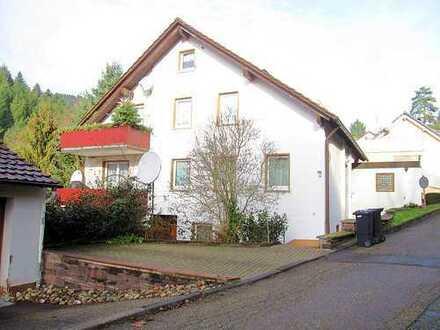 Ideale Kapitalanlage! Ruhig gelegenes Dreifamilienhaus in Alpirsbach, mitten im Schwarzwald!
