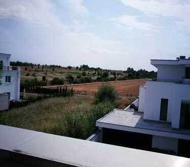 Hochwertiges Architektenhaus mit Penthouse im Bauhausstil / Blick auf den Golfplatz / Provisionsfrei