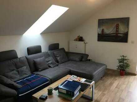 Möblierte, gepflegte 2 1/2 Zimmer-DG-Wohnung mit zwei Balkonen und TG in Schongau