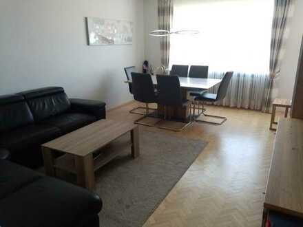 Stilvolle, modernisierte 3-Zimmer-Wohnung mit Balkon in Augsburg