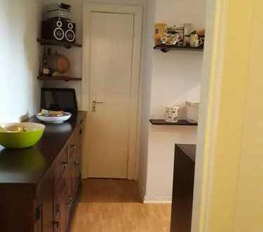 Charmante 2 Zimmer Wohnung (60m²), 18m² Zimmer zu vermieten