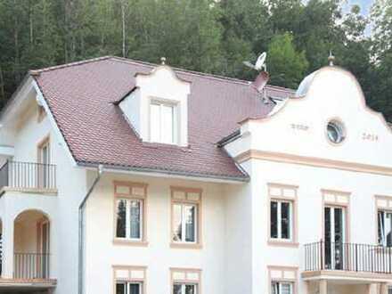 Stadtvilla an der Wolfratshauser Floßlände: 5-Zi.-DG-Maisonette-Whg. mit Süd-Balkon