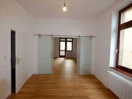 Top renovierte 3-Zimmer-Wohnung mit Balkon und EBK in Frankfurt am Main ERSTBEZUG