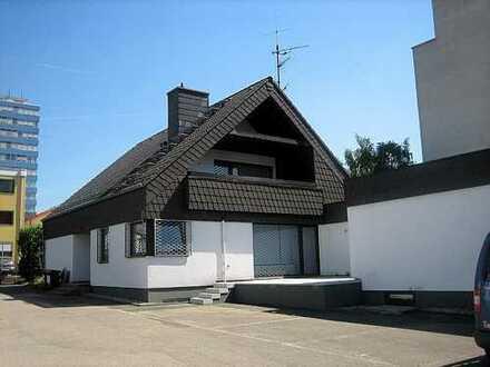 freistehende Bürovilla mit Terrasse und Parkplätzen (Wohnbüro möglich) * provisionsfrei (Basis 5 JV)