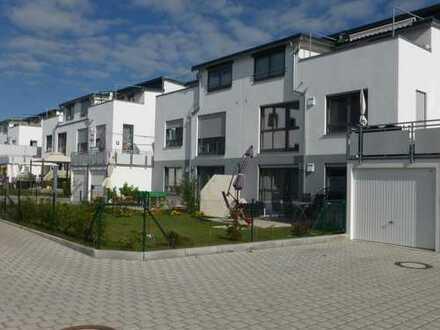 Schöne 3-ZKB mit Dachterrasse im 1.OG in Mering in einem 3-Familienhaus KFW 70