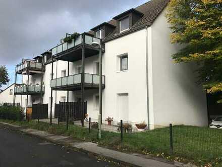 Fast neue 4-Zimmer Wohnung mit großem Balkon und Parkplatz!