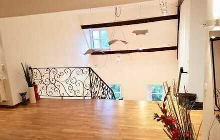 Luxuriöse 300qm Wohnung im zauberhaften Schloss Bedburg
