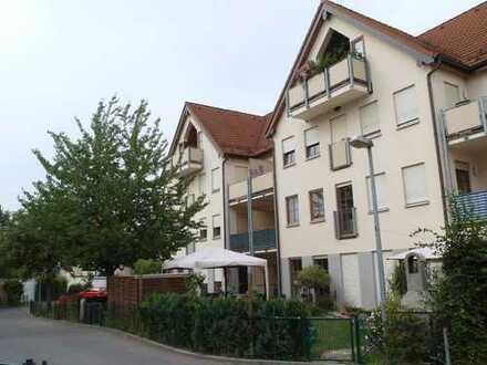 Helle 2 Zi.-Wohnung mit 2 Balkonen, Pkw-Stellplatz u. EBK zu vermieten!