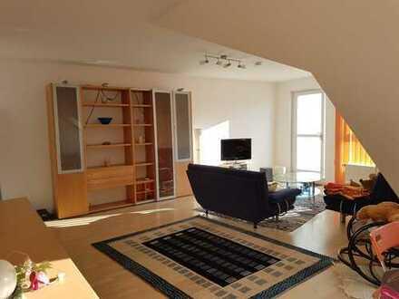 Helle 3-Zimmer-Dachgeschosswohnung mit großem Balkon und neuwertiger EBK