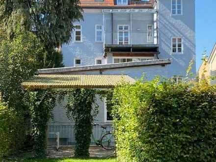 Luxussanierte, helle Altbauwohnung über 2 Ebenen mit eigenem Garten im Herzen Landshuts