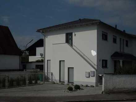 Stilvolle, neuwertige 2-Zimmer-Wohnung mit Balkon und EBK in Ingolstadt