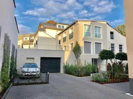 Großzügige, ruhige und charmante 3 Zimmer-Wohnung mit Terrasse und EBK