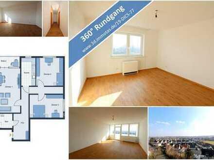 Top renovierte Drei-Zimmer-Wohnung mit Balkon in einem gepflegten Hochhaus