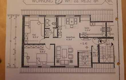 Gepflegte 3-Zimmer-Dachgeschosswohnung mit Balkon und EBK in Aschaffenburg