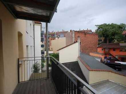 Wohlfühloase - Top sanierte Altbauwohnung mit großem Balkon