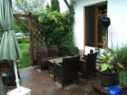 3 ZKB mit Garten und Terrasse in ruhiger, naturnaher Lage im 5-Familienhaus