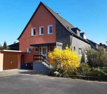 Ansprechende und vollständig renovierte 6-Zimmer-Doppelhaushälfte zur Miete in Brück, Köln