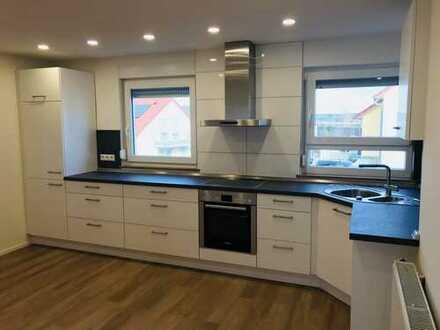 Helle, kernsanierte 2-Zimmer Wohnung mit Balkon und neuer Einbauküche