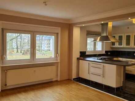 Sanierte 4-Zimmer-Wohnung mit Balkon und EBK in Karlsruhe