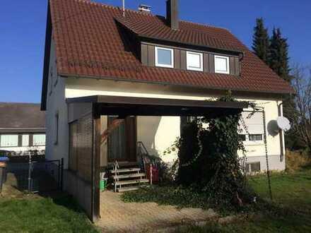 Großzügiges Grundstück mit älterem Zweifamilienhaus