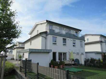 Modernes Einfamilienhaus (1/2 DHH) in ruhiger und sehr bevorzugter Aussichtslage von Bonn-Röttgen.