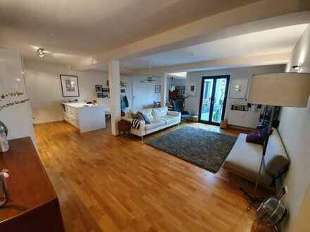 Großzügige 4 Zimmer Wohnung mit sonniger Dachterrasse