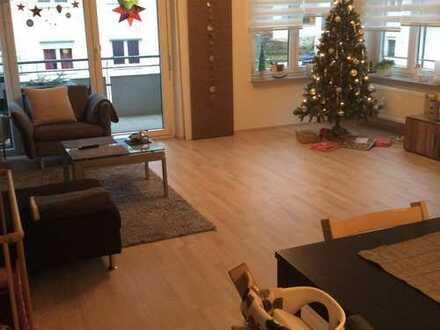 Schöne, gepflegte, helle, moderne 4-Zimmer-Wohnung mit Balkon, EBK, Garage in Schömberg