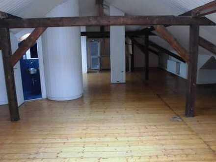Einzigartige Studio-Altbauwohnung im Musikerviertel