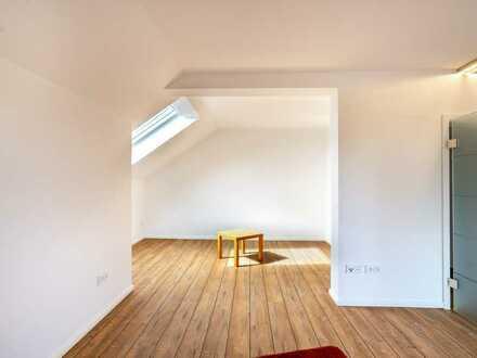 Erstbezug nach Sanierung: exklusive moderne 3 1/2 Zimmer-Wohnung mit Einbauküche und Sonnen-Balkon