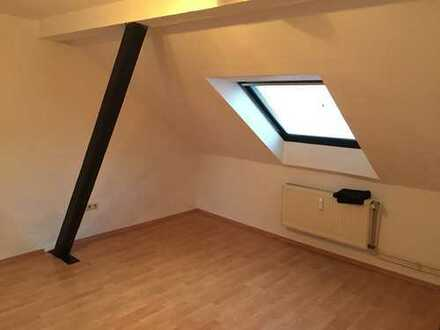 Schöne, renovierte Single-Wohnung mit Einbauküche in zentraler Lage in Altstadt!