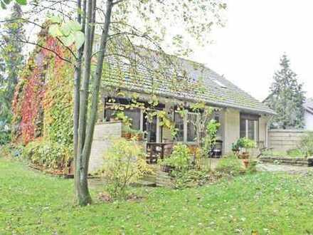 Freistehendes Einfamilienhaus mit idyllischem Garten