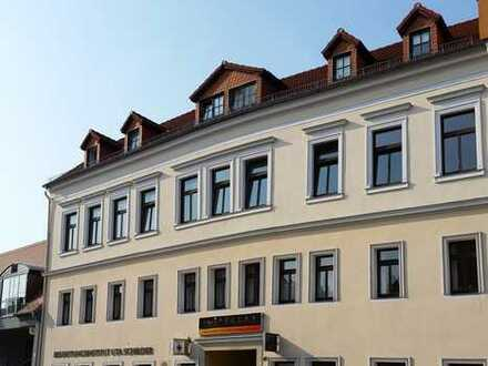 Schicke 4-Raum-Wohnung mit großem Balkon zum Hof