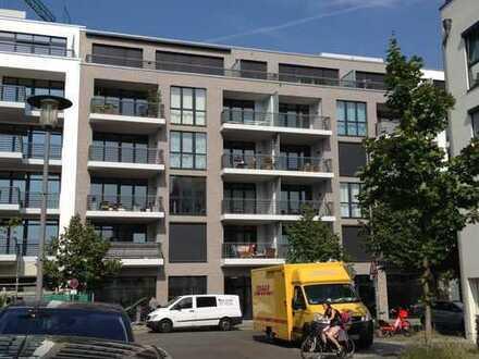 Neuwertige 1,5-Zimmer-Wohnung mit Balkon und Einbauküche in Berlin, Friedrichshain