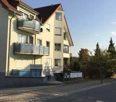 Verkauft wird ein Ideales Büro/Praxisräume mit 4 Zimmer in schöner Lage von Kesselsdorf !