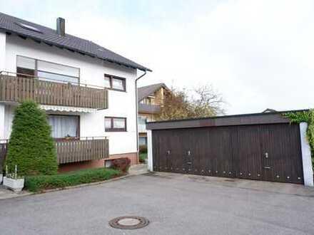 Gepflegtes 3 Fam. Haus mit jeweils einer EBK, 2x Balkon sowie 3 Garagenstellplätzen in Gärtringen