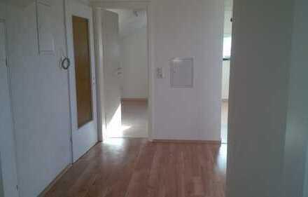 Schöne DG-Wohnung ideal für Singles oder Paare