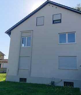 Vollständig renovierte Wohnung mit fünf Zimmern und Balkon in Neuburg