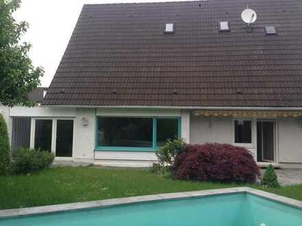 Schönes Einfamilienhaus mit Keller und Garage