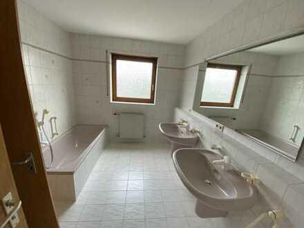 Schönes, geräumige Doppelhaushälfte mit vier Zimmern in Weinstadt - Endersbach