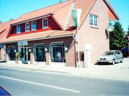 Vollständig renovierte günstige 4-Zimmer-Dachgeschosswohnung mit EBK in Winsen (Aller)