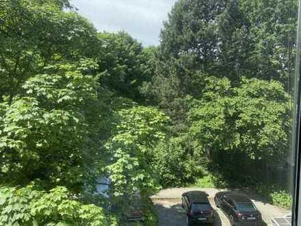 Freie 2-Zimmer-Wohnung zum Kauf in Barmbek-Süd mit Blick ins Grüne.