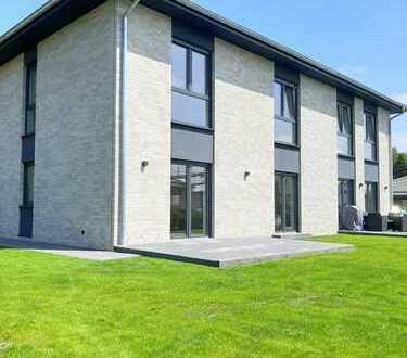 Neubau: Hochwertige Doppelhaushälfte mit EBK in Bad Bramstedt, Bissenmoor