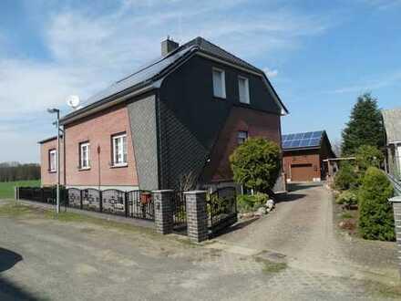 Alt Stahnsdorf - Stilvolles Familiendomizil mit Einliegerwohnung auf exzellentem Grundstück