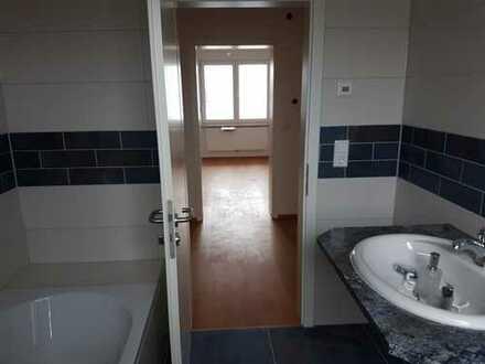 Erstbezug nach Sanierung mit EBK: gut geschnittene, helle 3 Zimmer-Wohnung in Augsburg
