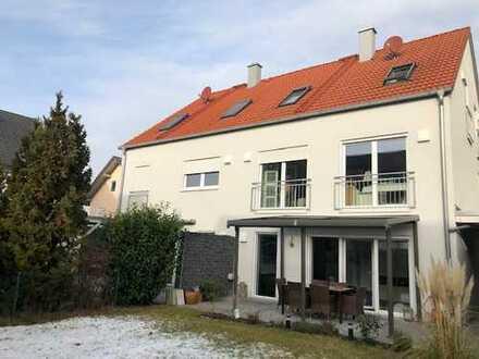 Große Doppelhaushälfte in München-Lochhausen
