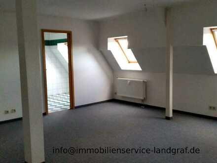 Gemütlich Wohnung im Dachgeschoß mit offener Küche